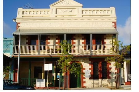 Room in historic Fremantle home  - Fremantle - Casa