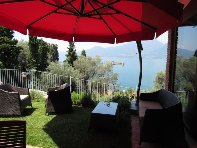 Apartment with private garden - Torri del Benaco - Apartamento