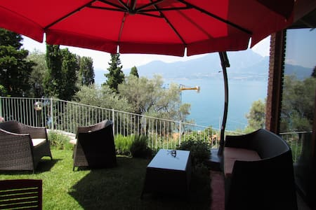 Apartment with private garden - Torri del Benaco - Apartemen