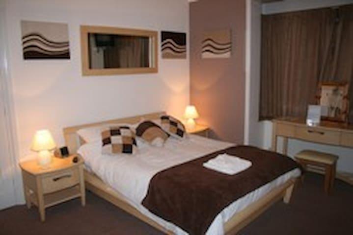 2 Triple en-suite room - Crawley - Bed & Breakfast