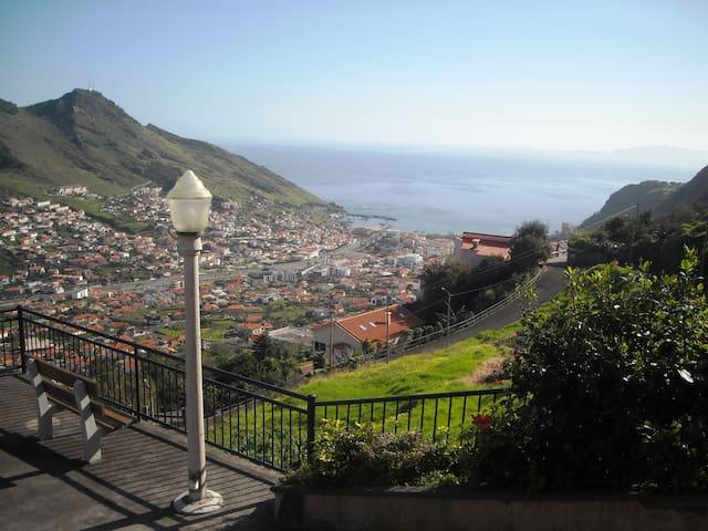 Vista Fabulosa sobre o mar e serra - Machico - Overig