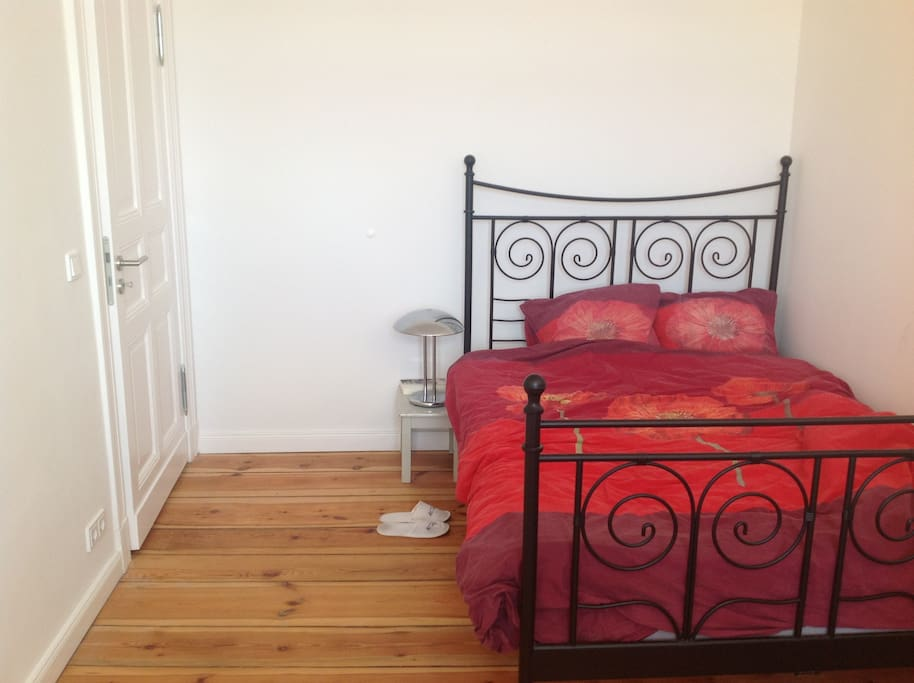 Double bed in our guest room: bright and quiet