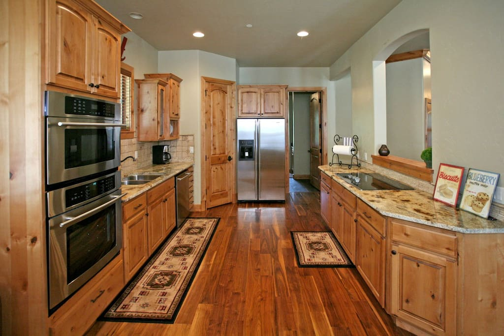 Full kitchen with plenty of room for everyone to work together.