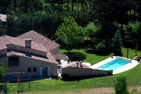 Haut de Villa avec Piscine - La Motte-du-Caire - Huvila