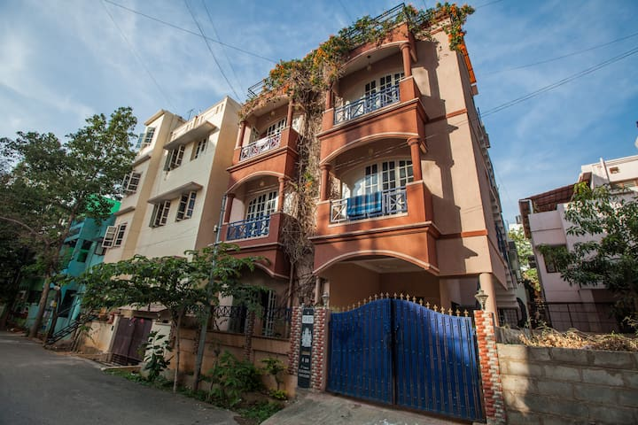 Old Airport Road- Private Home stay