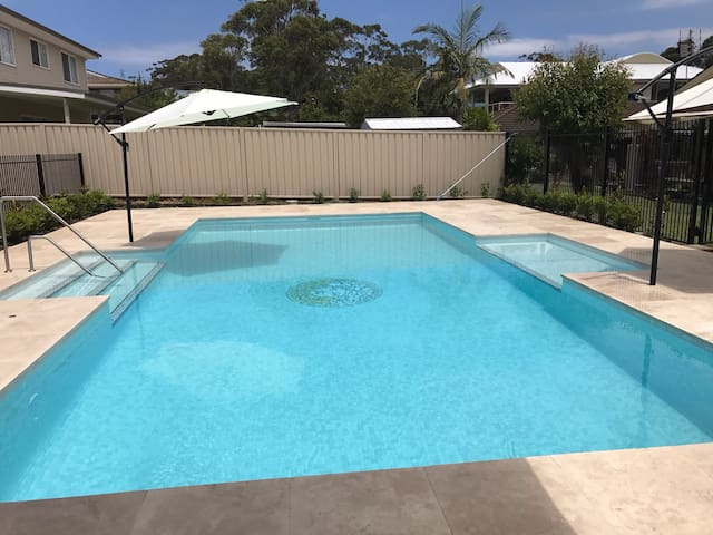 Quaint Cottage 150m from the Beach - Narrawallee - Rumah