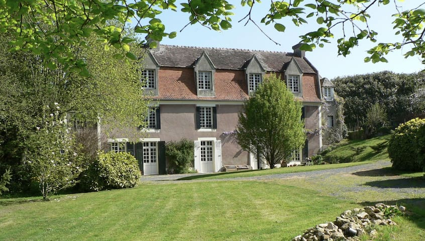Gouvix Priory- relaxed rural manoir - Gouvix - Bed & Breakfast