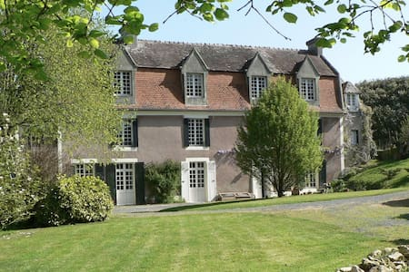 Gouvix Priory- relaxed rural manoir - Bed & Breakfast