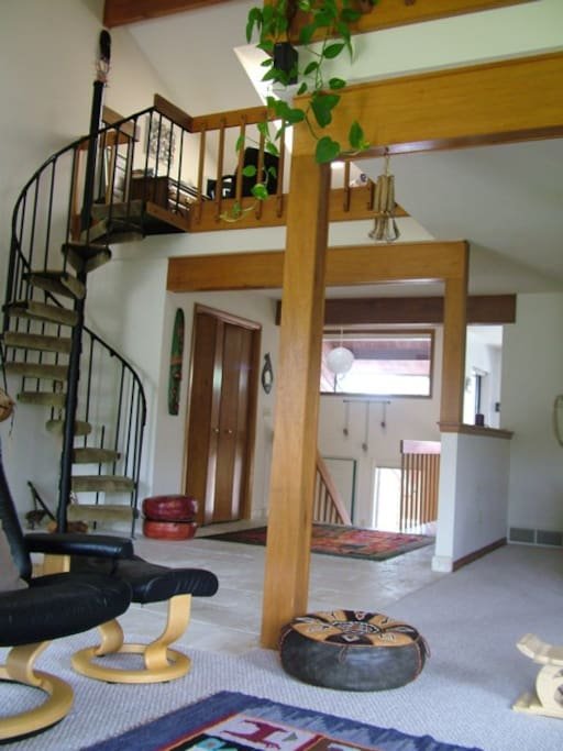 Entry view/Spiral to loft