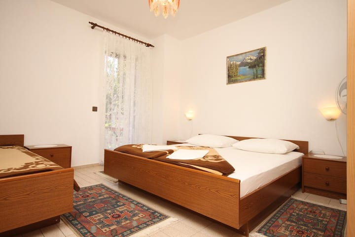 One bedroom apartment near beach Starigrad, Paklenica (A-6591-a)