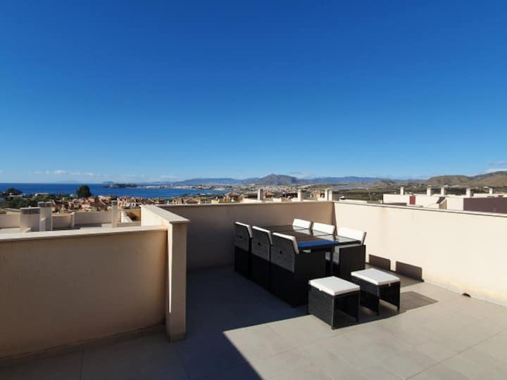 Luxury 2 Bed, 2 Bath South Facing Sea Apartment