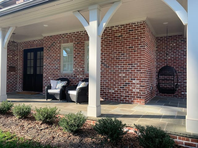 RNC Convention~Luxury Home~4 Bed~3 Miles to Uptown