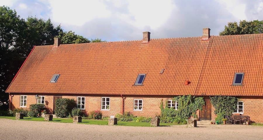 Kongagården - Kågeröd - Loteng Studio