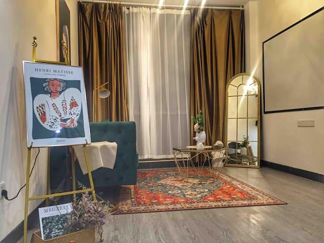 网红民宿/大套房/一房一厅/落地玻璃窗/家庭影院投影仪/私房拍照/《投宿-带珍珠的女孩》