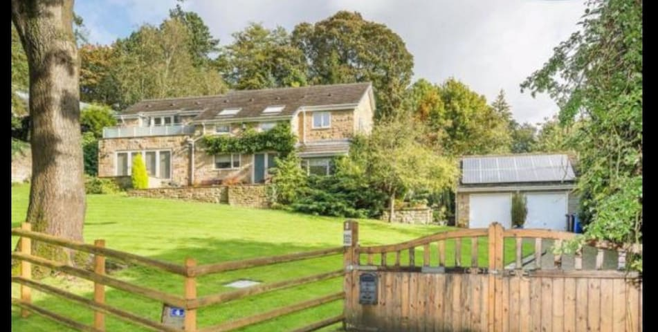 Beautiful 4 bed property on edge of Peak District