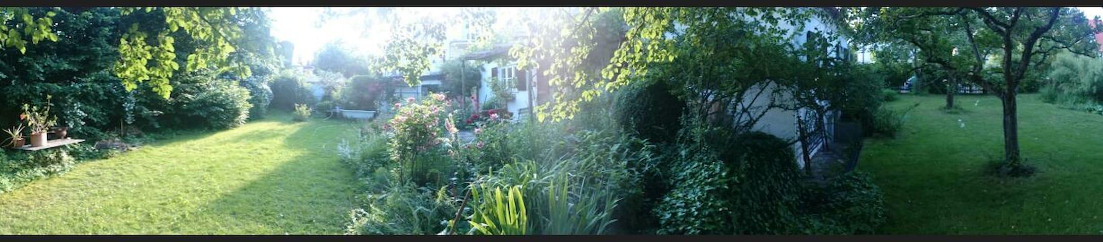 Ruhiges Zimmer in Künstlerhaus mit großem Garten - Mnichov - Dům