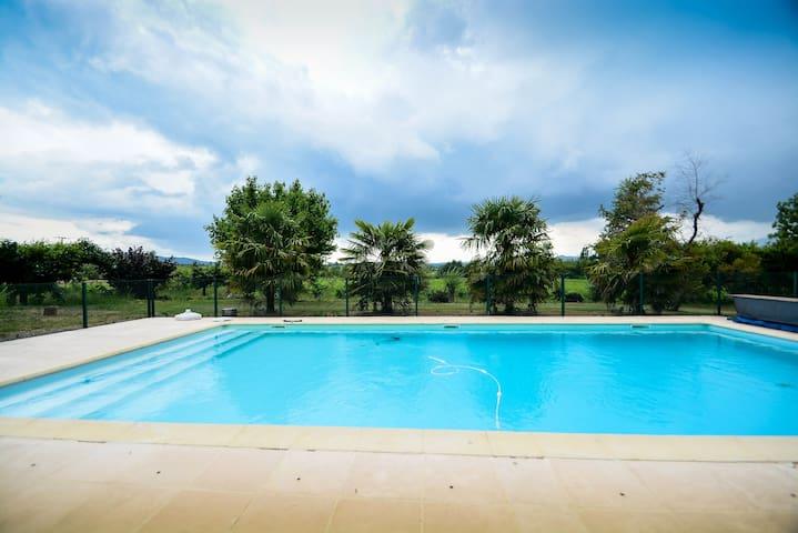 Gite piscine, clim, calme en sud Ardeche
