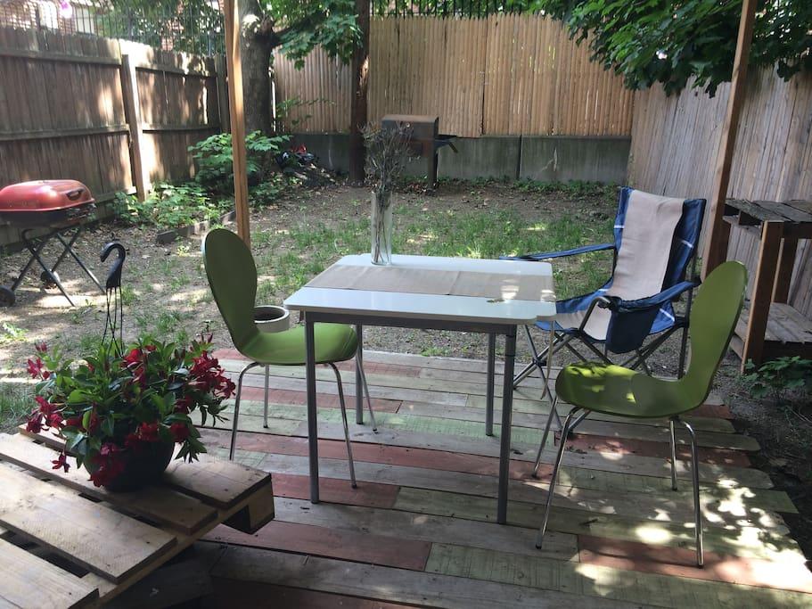 Enjoy breakfast/coffee in the garden!