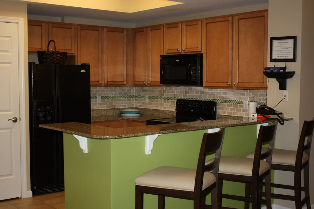Kitchen including all major appliances.
