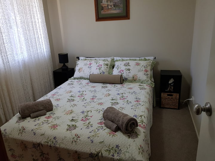Cessnock Retreat - For 1 to 2 Guests  Air/ Cond