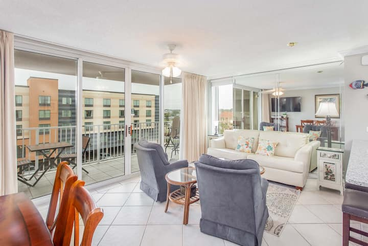 Updated Beach View Condo with Free Beach Chair Service