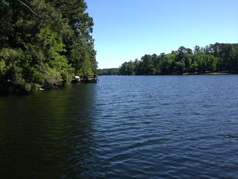 Lake House Retreat-Suite A/B-HOLIDAYS AT THE LAKE!