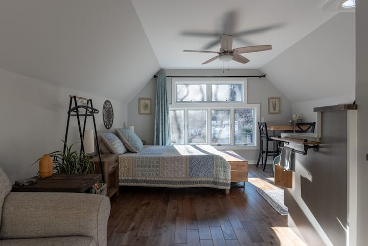 Brookside studio apartment, walk to downtown