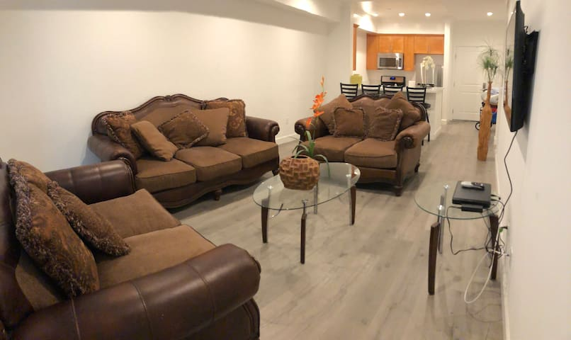 Elegant New 1 bed 1 bath fully equipped apartment