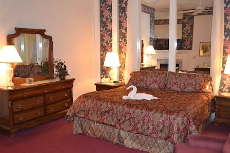 West Ridge  Anniversary Room - Elizabethtown - Bed & Breakfast