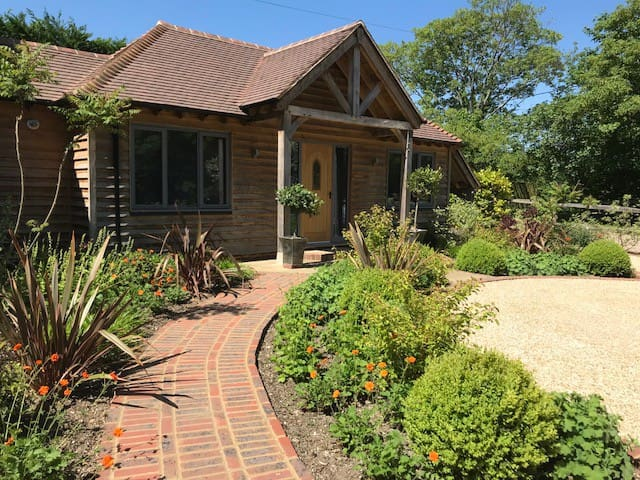 Beautifully Presented Lodge, Bramley, Surrey Hills