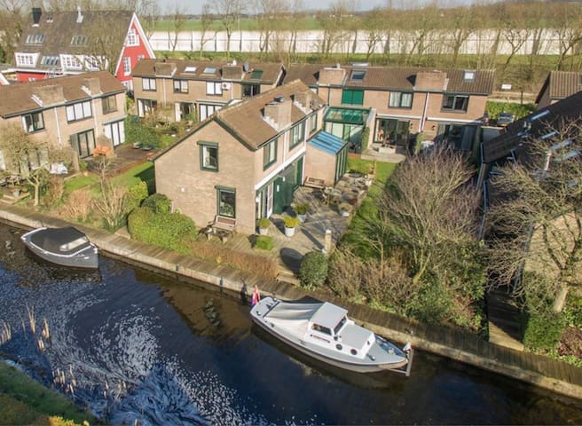 Holiday Home on the waterside, with two parkings - Vinkeveen - House