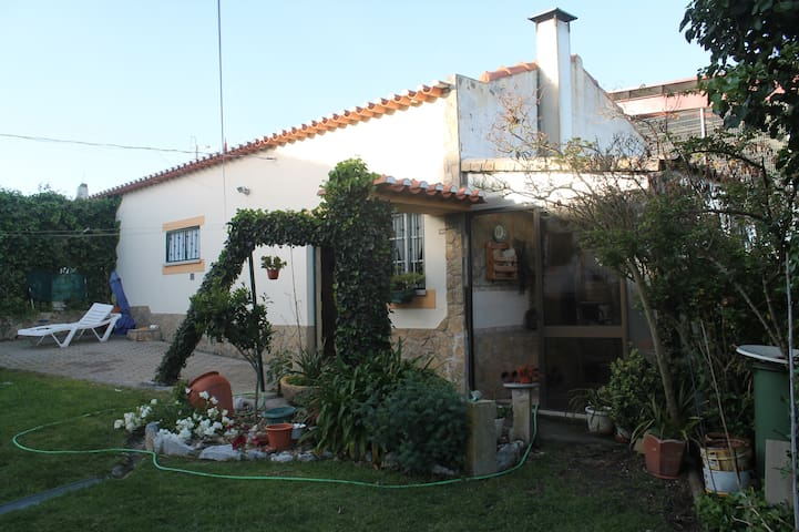 House w/ Excellent Garden and Close to the Beach - Miragaia - Hus