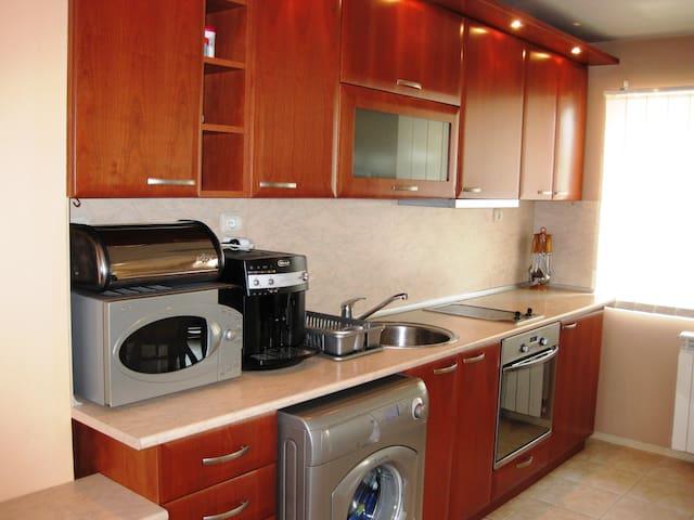 Квартира в 100 м от знаменитого парка и интеротеля - Sandanski - Apartament