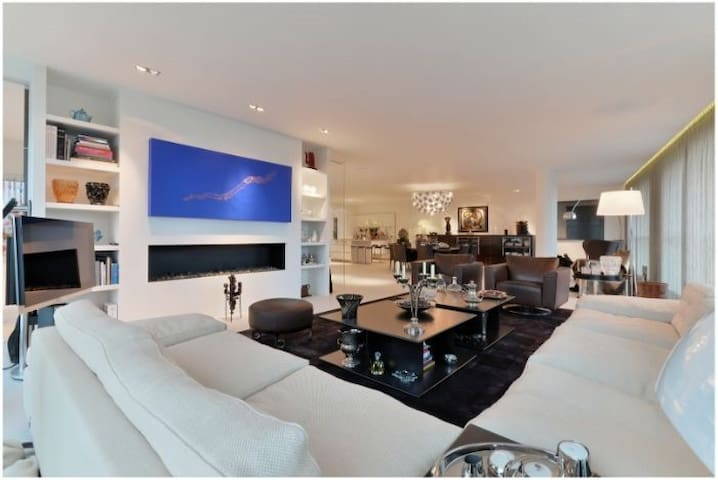 ***Luxury Spacious 4 Bedrooms Apartment