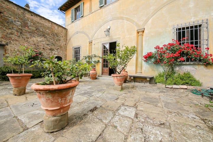 VILLA LE PERGOLE - XVCentury - 15 minutes Firenze - Florencia - Villa