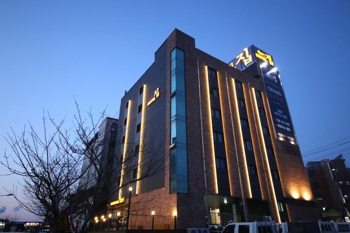 Hotel ZIP in Daesan(Standard Room)