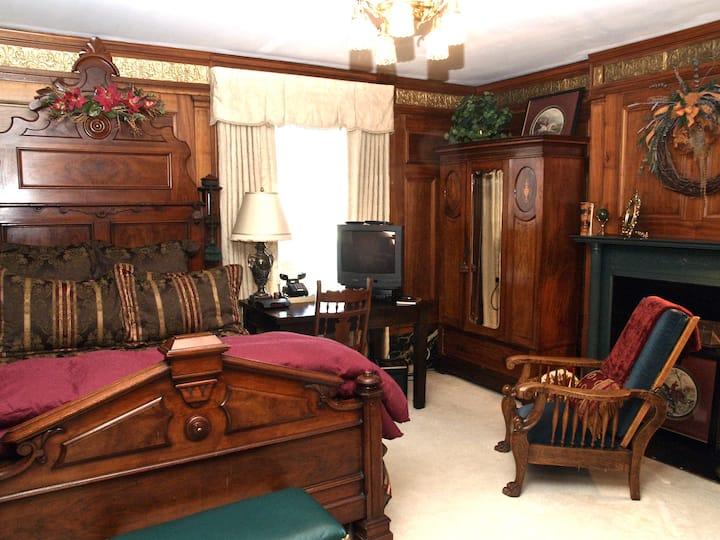 Elegant Queen Room Brass Pineapple Inn
