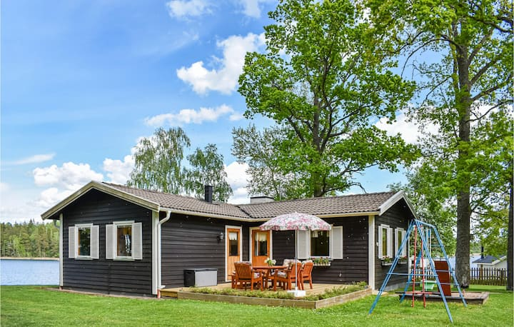 Awesome home in Linköping with WiFi and 4 Bedrooms