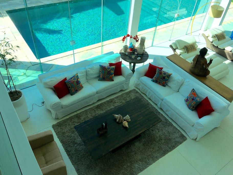 Ampla casa com decoração clean