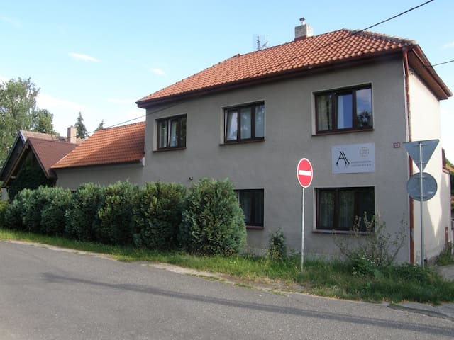 Alisa Apartments-new apartments 30 min from Prague