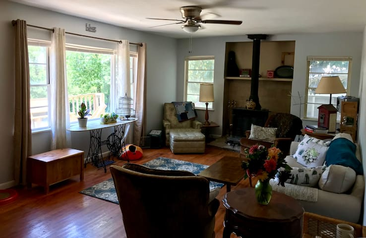 Welcoming Sunny Home: North Room
