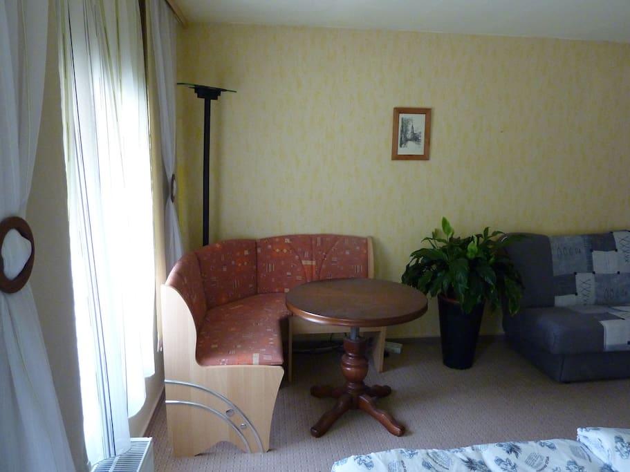 Die Sitzecke und das Sofa
