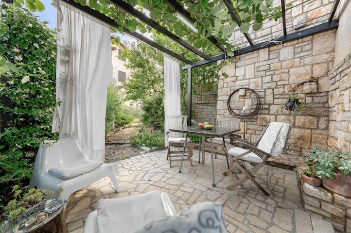Airbnb Pješčana Uvala Vacation Rentals Places To Stay