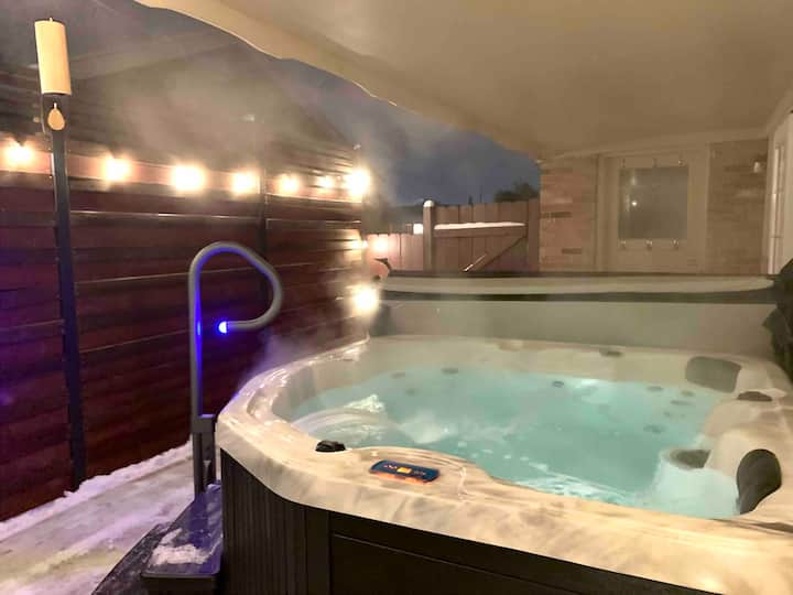 Private Basement Apartment with Hot Tub!