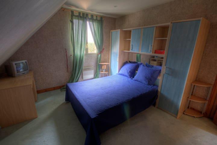 Chambre avec salle d'eau et WC - La Ferté-Gaucher - Casa