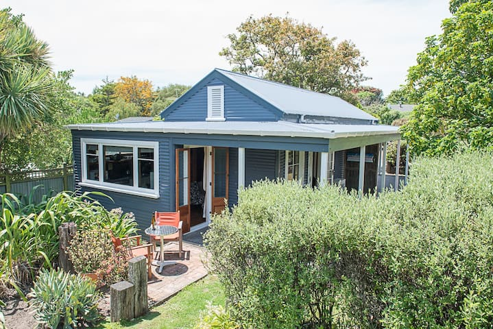 Hideaway Cottage Wainui Beach
