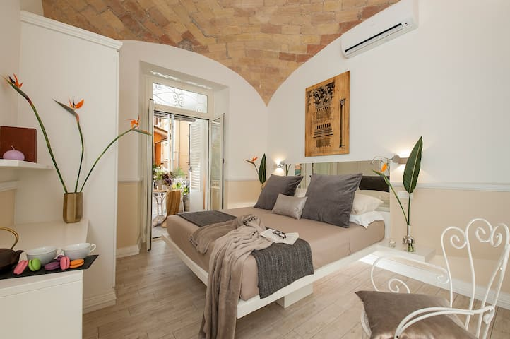 NEW!4 bedrooms apartment with balcony near Termini - Rome - Appartement