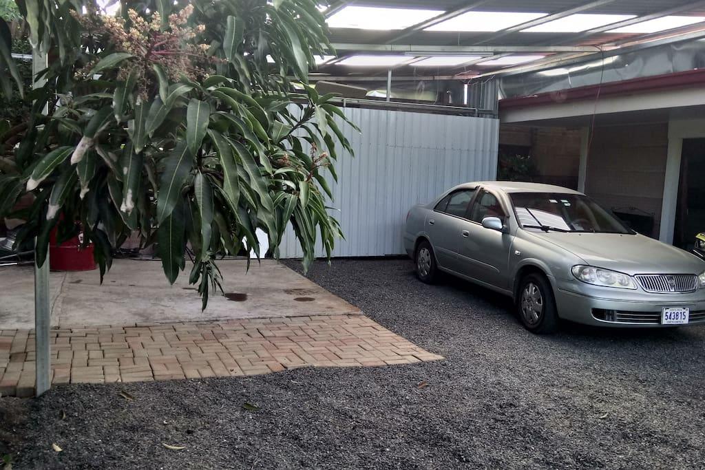 Estacionamiento para dos vehiculos bajo techo