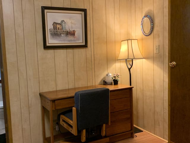 Cozy Quiet Private Bedroom near PDX airport