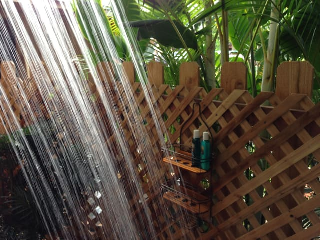 Sunset beach studio with private outdoor shower